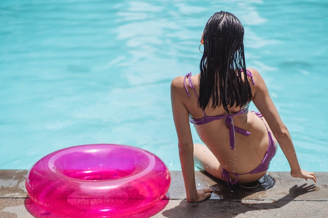 A women beside the swimming pool